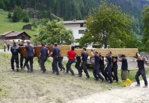 Polizisten raeumen auf